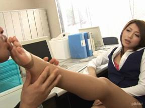 ミニスカOLの淫らな日常 滝沢優奈 04