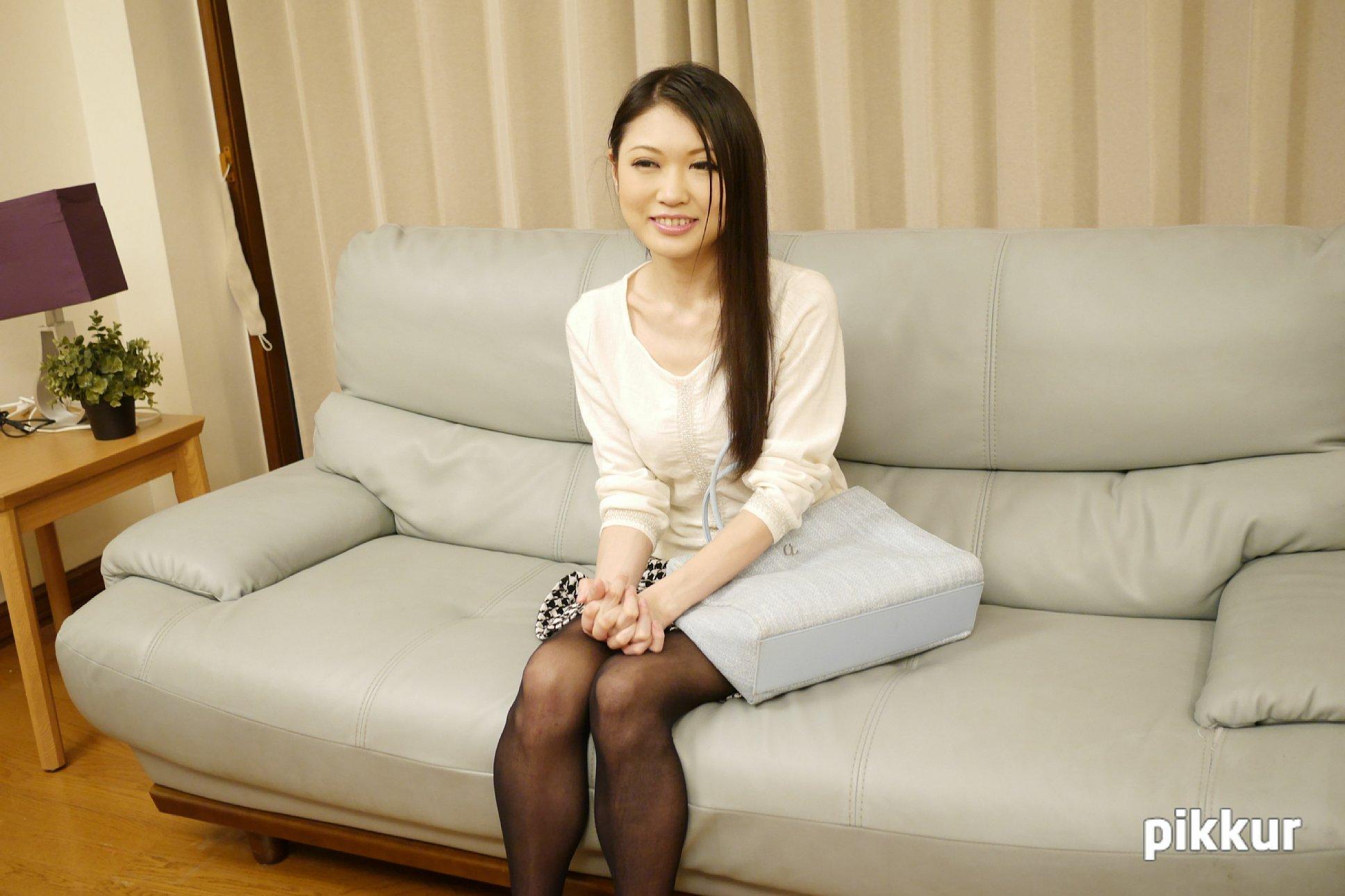 薬局で働く貧乳だけど感度抜群の素人女子がバイト感覚でま〇こ丸見えのジャポルノに出ちゃいました。 相田瞳 01