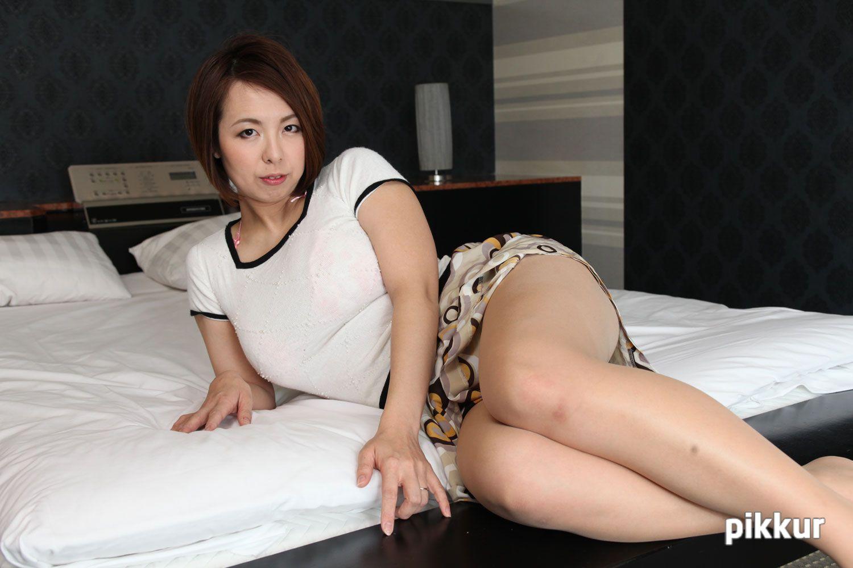 人妻投稿映像 ~旦那の目の前で離婚した夫にヤラれる~ Part.2 水元恵梨香 01