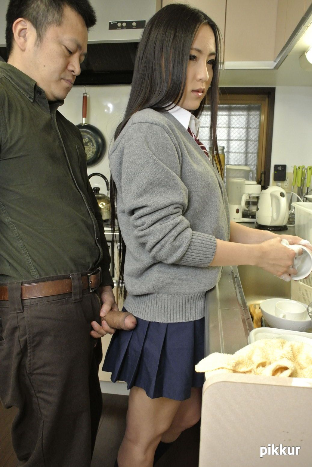 エンパイア Vol.8 〜バレないように息子の彼女に手を出すオレ43歳〜 : あずみ恋 あずみ恋 01