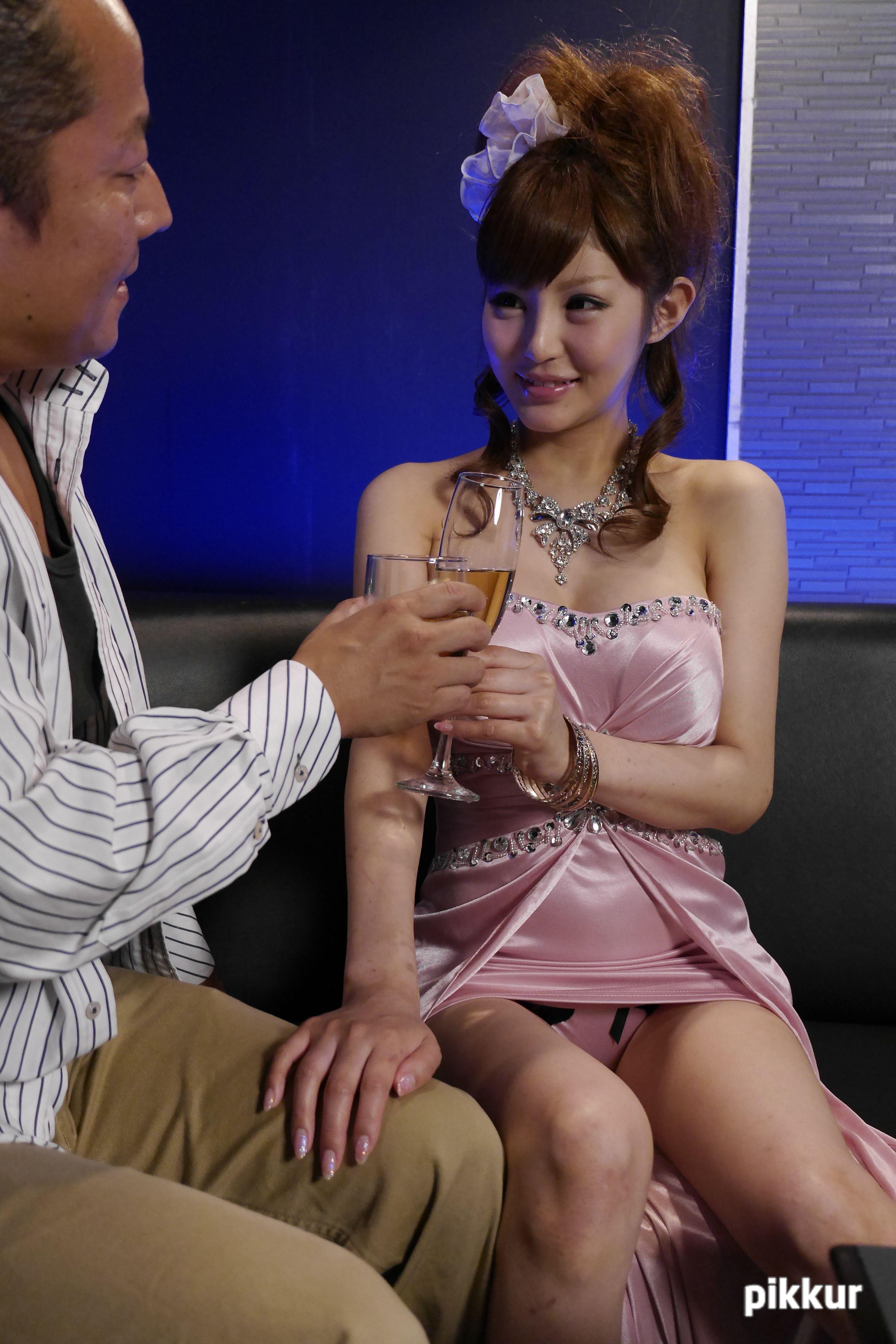VIPコースで極上キャバ嬢を独り占め 結希真琴 01