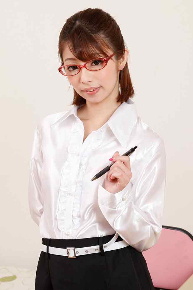 パンツを脱いでもメガネは外しません〜エロい下着が最高に似合うカテキョ!〜