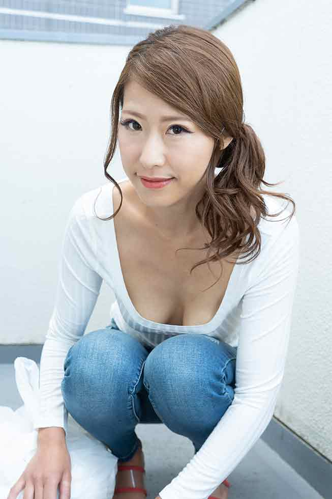 Braless Neighbor In The Morning: Chika Sugiyama