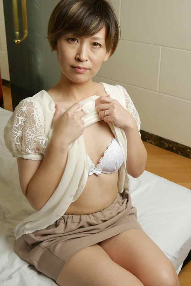 Phone Call to Husband While Cheating Vol.3 - Chika Motohashi